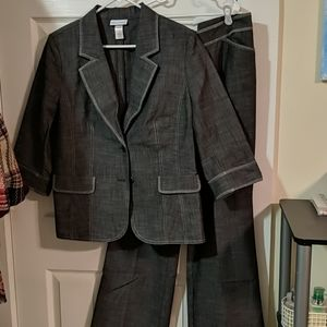 Lightweight Suit with Blazer and Pants